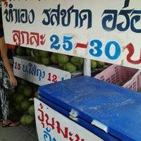 Photo taken at ลุงใจดี มะพร้าวน้ำหอมสามพราน by Nopphdon S. on 6/4/2012
