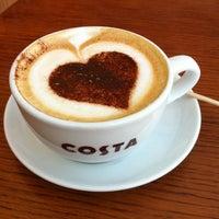 Снимок сделан в Costa Coffee пользователем Noora S. 6/16/2012