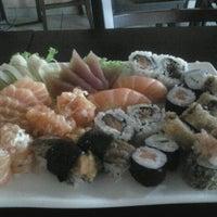Foto tirada no(a) Hyrami Sushi por Deborah d. em 4/9/2012