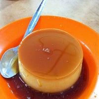 Photo taken at Thean Chun (天津茶室) by Lai P. on 3/17/2012