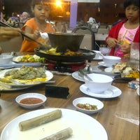 Photo taken at Q Thai by amyzahila z. on 3/3/2012