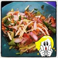 Photo taken at ร้านโรจน์ ซีฟู๊ด บางแสน by $PiK M. on 6/23/2012