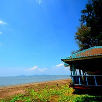 Photo taken at ร้านอาหารต้นปอ by Sy T. on 2/20/2012