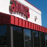 Photo taken at Shoney's by Raul J. on 4/7/2012