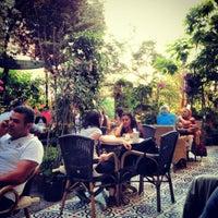 7/11/2012 tarihinde Oytun G.ziyaretçi tarafından Cafe Botanica'de çekilen fotoğraf