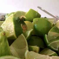 Foto tomada en Tacos de Barbacoa El Amigo por Monnie G. el 3/28/2012