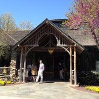 Das Foto wurde bei Clyde's Tower Oaks Lodge von Joseph O. am 4/9/2012 aufgenommen