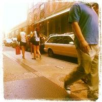 7/22/2012 tarihinde Quarnell L.ziyaretçi tarafından rag & bone'de çekilen fotoğraf