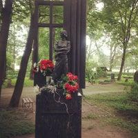 Снимок сделан в Литераторские мостки пользователем Andrei K. 8/19/2012