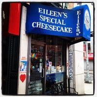 รูปภาพถ่ายที่ Eileen's Special Cheesecake โดย TP P. เมื่อ 2/3/2012