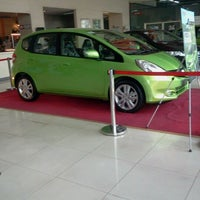 Photo taken at Honda Cars Kalookan by Tj A. on 3/7/2012