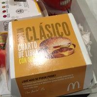 Foto tomada en McDonald's por Adrián S. el 6/22/2012