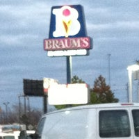 Photo taken at Braum's Ice Cream & Dairy Stores by Antoine S. on 3/7/2012