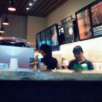 Photo prise au Starbucks Coffee par Aaron Dave F. le3/6/2012