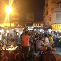 Photo taken at Wai Sek Kai 為食街 by Shanker J. on 6/30/2012