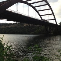 Foto tomada en 360 Bridge (Pennybacker Bridge)  por Yo j. el 7/13/2012