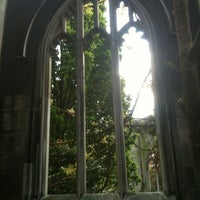 Photo prise au St Dunstan in the East Garden par Sara K. le5/13/2012