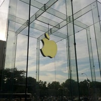 Photo taken at Apple West 14th Street by arkatPDA B. on 7/10/2012