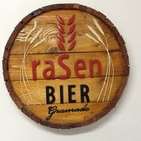 Foto tirada no(a) Rasen Bier por Tony S. em 5/30/2012
