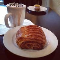 Foto tomada en Le Rêve Bakery & Café por Krishna S. el 3/10/2012