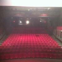 Das Foto wurde bei Stateside Theatre @ the Paramount von Renn B. am 7/3/2012 aufgenommen