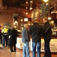 2/28/2012 tarihinde Carly H.ziyaretçi tarafından Espresso Vivace'de çekilen fotoğraf