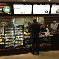 Photo prise au Specialty's Café & Bakery par Karina le7/20/2012
