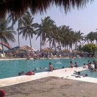 รูปภาพถ่ายที่ Mocambo โดย Alan A. เมื่อ 4/30/2012