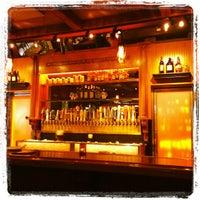 Снимок сделан в Ernie's Bar & Pizza пользователем Paula B. 6/4/2012