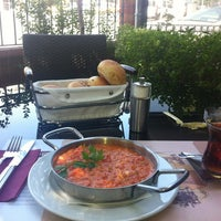 8/16/2012 tarihinde Yesim A.ziyaretçi tarafından Funda Cafe & Patisserie'de çekilen fotoğraf