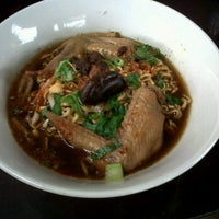Photo taken at มั้มก๋วยเตี๋ยวไก่ by cholkaew s. on 3/4/2012