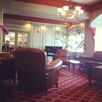 Снимок сделан в Opal Hotel пользователем Noom B. 4/22/2012