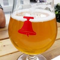 7/2/2012 tarihinde Christine G.ziyaretçi tarafından Bellwoods Brewery'de çekilen fotoğraf