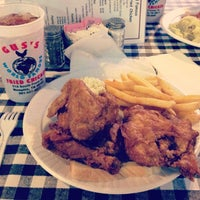 Photo taken at Gus's World Famous Hot & Spicy Fried Chicken by Matt J. on 4/30/2012