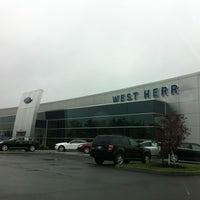 5/8/2012에 Dominic D.님이 West Herr Ford Lincoln에서 찍은 사진
