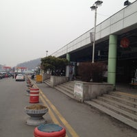 Photo taken at Cheonan-Samgeori Service Area - Seoul-bound by ilho k. on 3/6/2012