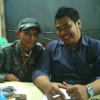 Photo taken at Kedai Makan Pakde by Raden Mas S. on 4/7/2012