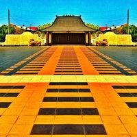 Photo taken at Taman Makam Pahlawan Kusuma Negara by Danang J. on 8/20/2012