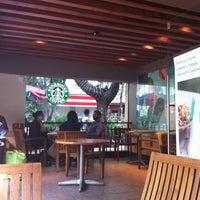 Foto tomada en Starbucks por Wltr J. el 9/1/2012