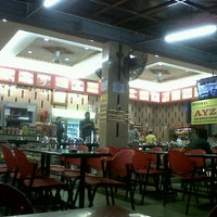 Photo taken at Restoran Nasi Kandar Ayza's by ɑƗɑn d. on 9/3/2012