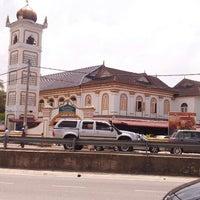 Photo taken at Masjid hiliran by Mohammad Akmaludin G. on 6/29/2012