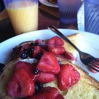 Foto tirada no(a) Empire Cafe por Sterling S. em 6/18/2012