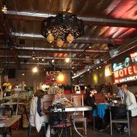 Foto tomada en Jones Coffee Roasters por Susana P. el 4/5/2012