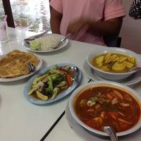 Photo taken at ร้านอาหารสโมสร by Uraiwan H. on 6/7/2012