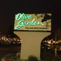 Photo taken at Olive Garden by Suzy on 3/30/2012