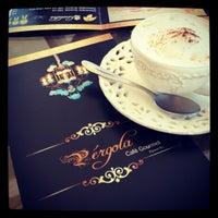 Photo taken at Pérgola Café Gourmet by Eusebio C. on 8/12/2012