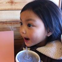 Foto tomada en Roberto's Taco Shop por Ivy Rose M. el 2/17/2012