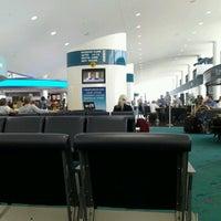 Foto tomada en Bishop International Airport (FNT) por Amanda B. el 6/28/2012
