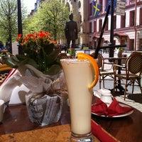 Снимок сделан в James Cook Pub & Cafe пользователем Karina G. 5/16/2012