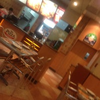 Photo taken at The Pizza Company Lamphun by 👑💰Preawpraw💰👑 K. on 2/22/2012